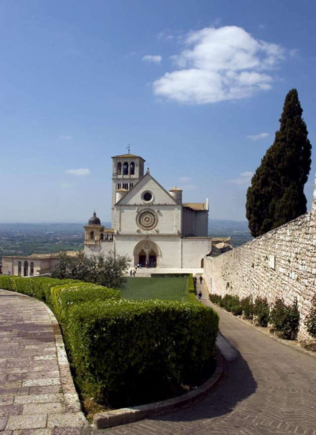 Nuage au dessus de la basilique
