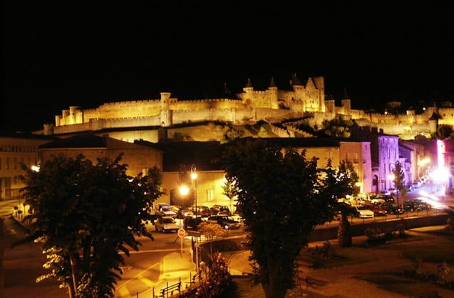 Nuit sur la cite medievale