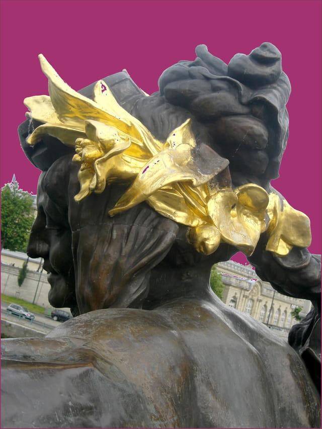 Nymphe de la Néva couronnée d'or