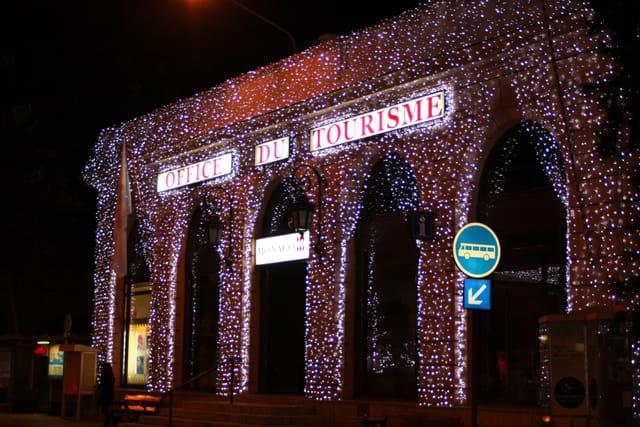Office du tourisme illuminé