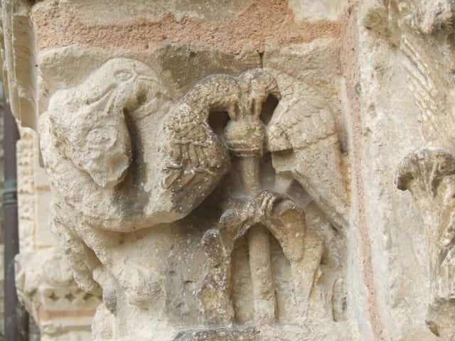 Oiseaux dans la pierre