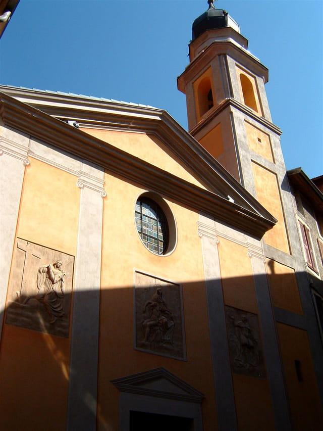 Ombre et soleil sur l'église