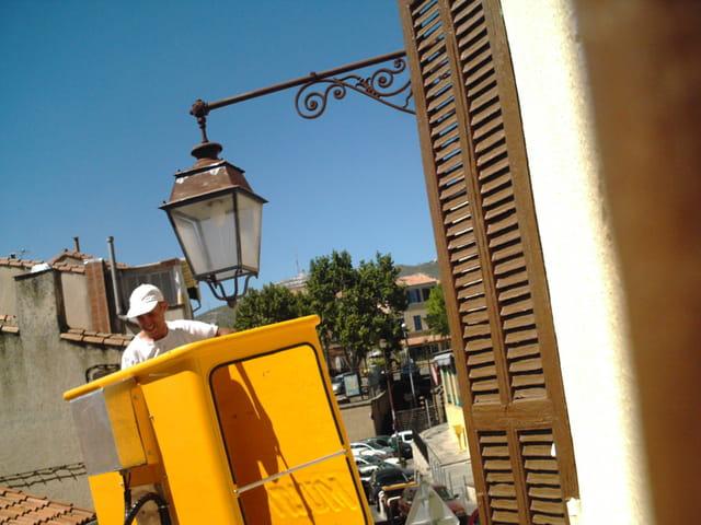 On répare les lanternes