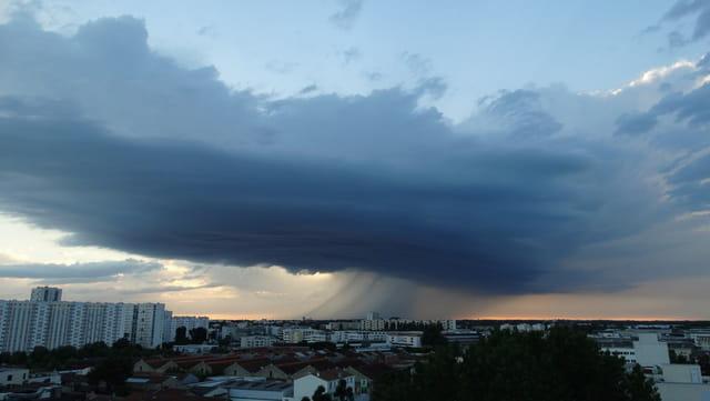 Orage dans le ciel de Bordeaux