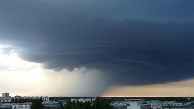 Orage dans le ciel de Bordeaux 3