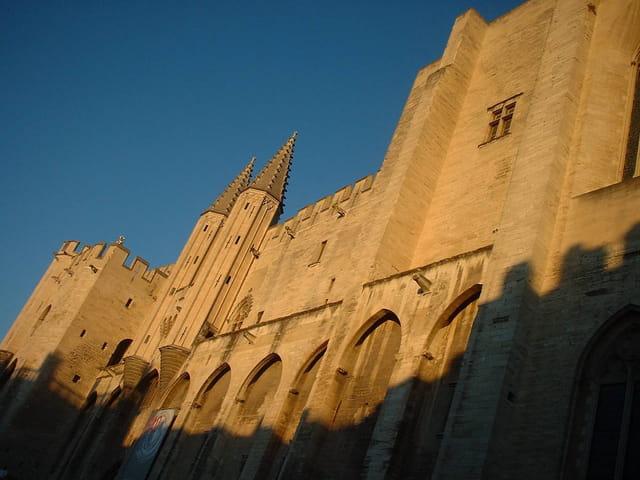 Palais des Pâpes au soleil
