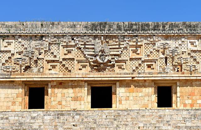 Palais du Gouverneur, bas-reliefs.