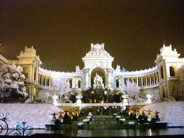 Palais longchamps sous la neige
