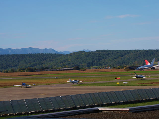 Panorama d'avions de tourisme.