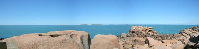 Panorama de la côte de granit rose