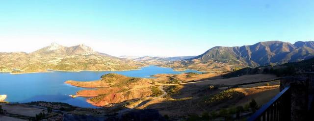 Panorama sur le lac de Zahara de la Sierra