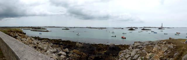 Panorama sur le phare de l'île vierge