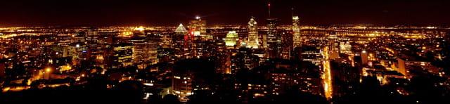 Panoramique de Downtown Montréal de nuit
