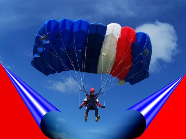 Parachutiste avec voile tricolore.