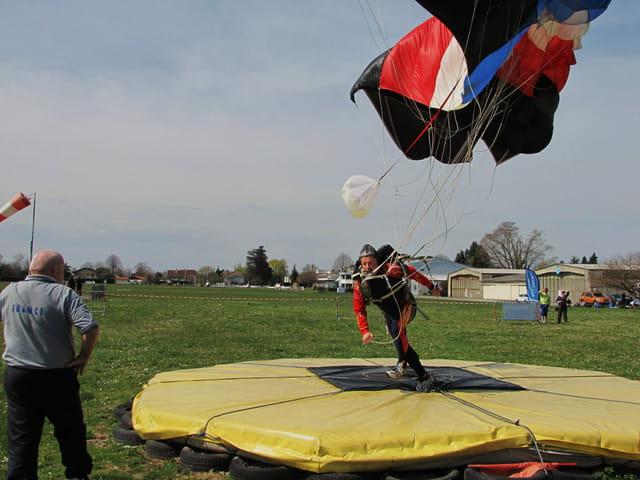 Parachutiste en précision.