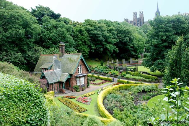 Parc verdoyant à Edimburg