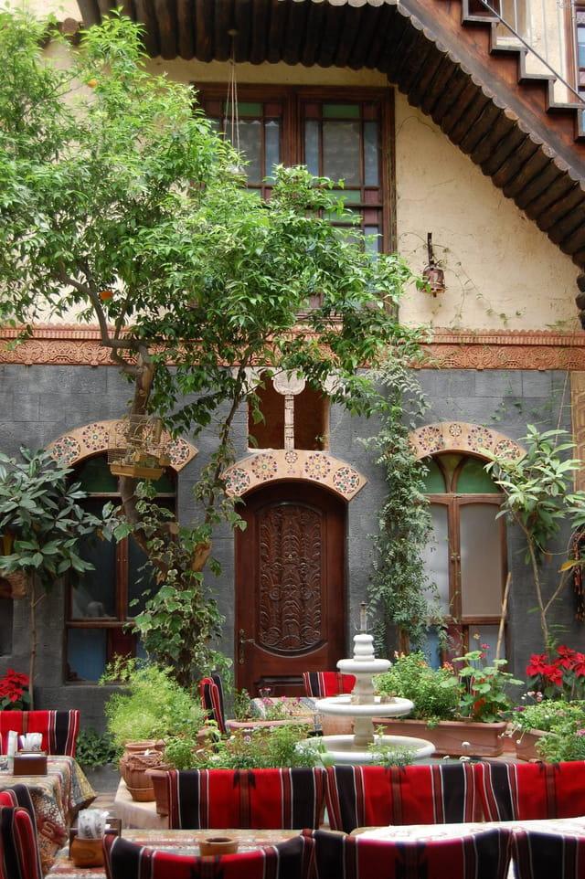 Patio d'un hotel dans la vieille ville