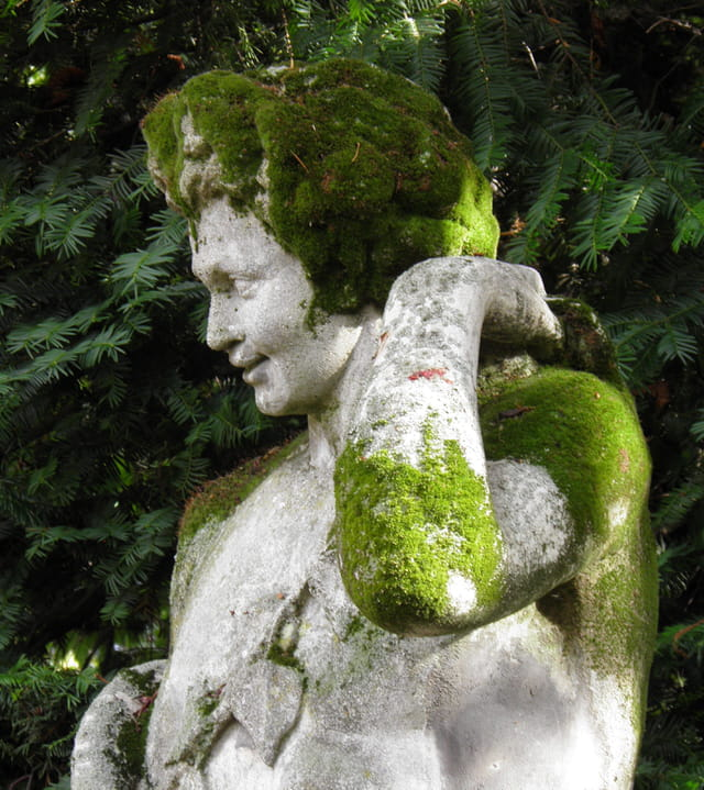Patrimoine alpicois :  ... sortant de la verdure