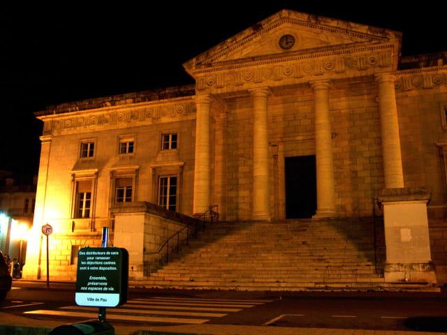 Pau by night