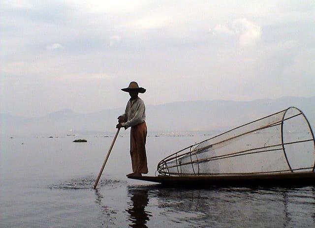 pêcheur à la nasse