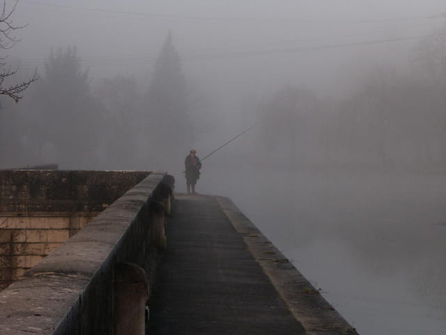 Pêcheur dans le brouillard