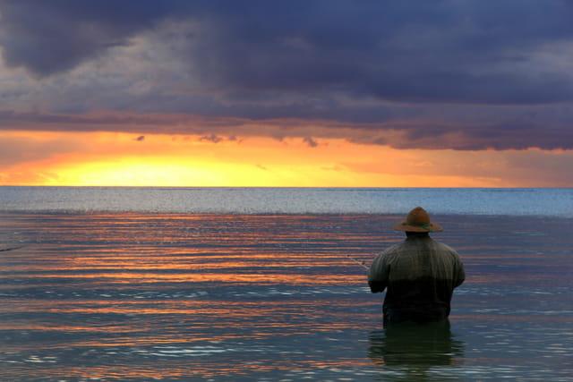 Pêcheur Mauricien au coucher de soleil