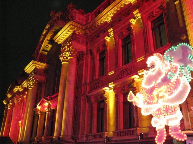 Père Noël sur le côté de la Bourse