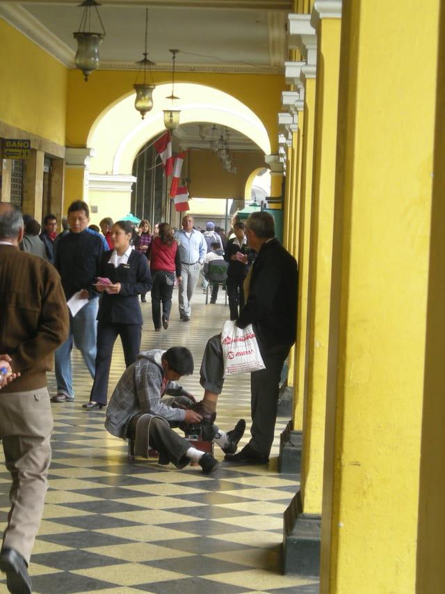 Pérou Août 2011 Cireur de chaussures Lima