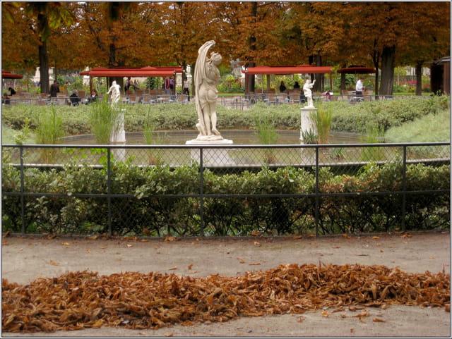 Petit bassin aux statues