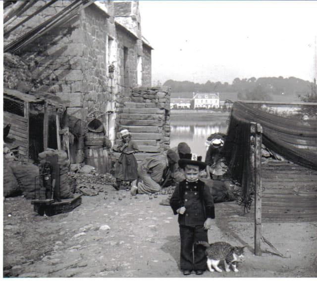 Petit breton au chat