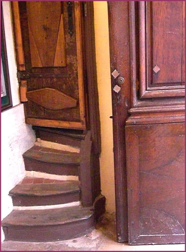 Petit escalier dérobé si bien façonné