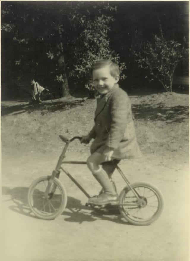 Petit Robert sur petit vélo
