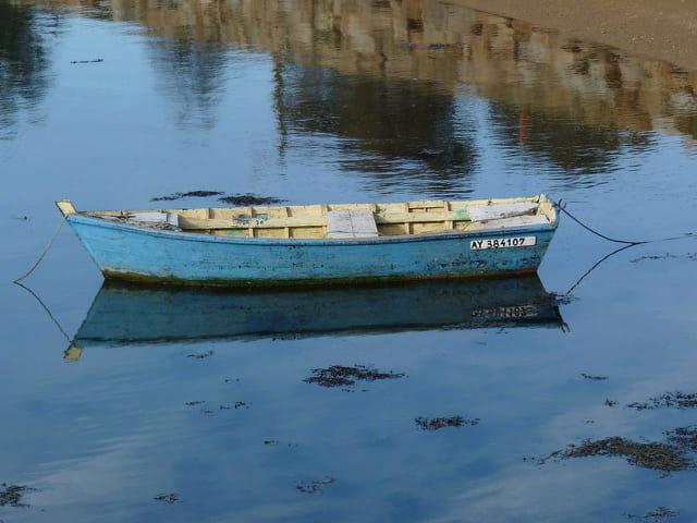 Petite barque et son reflet (Juliane)