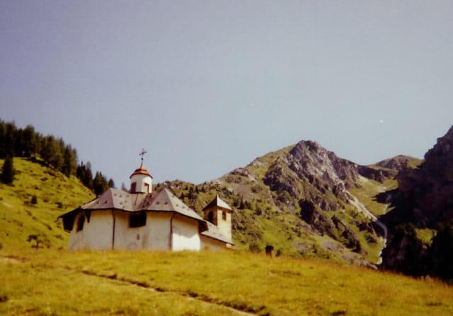 Petite chapelle au fond du hameau