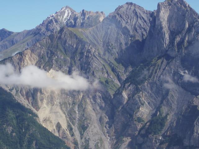 Petite nuage à la montagne