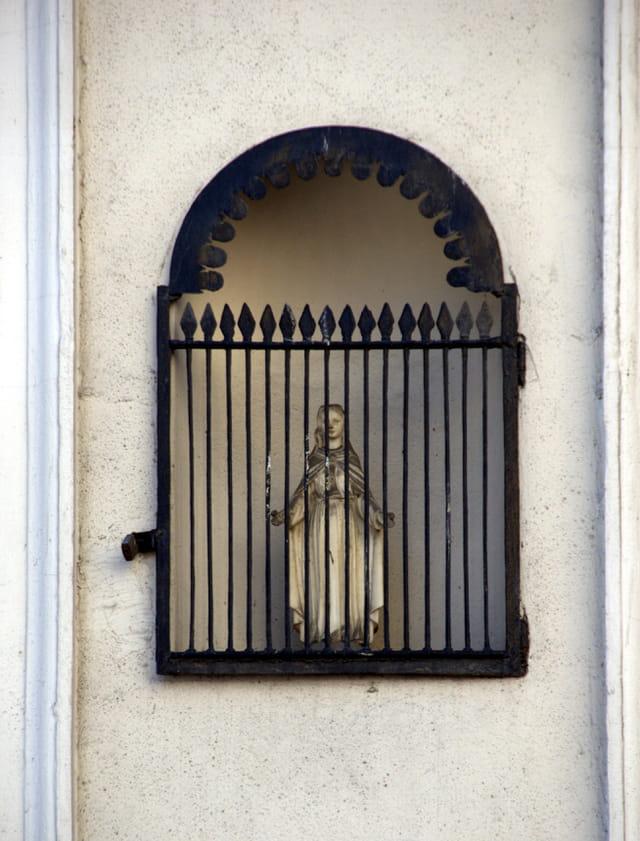 Petite statuette de La Vierge