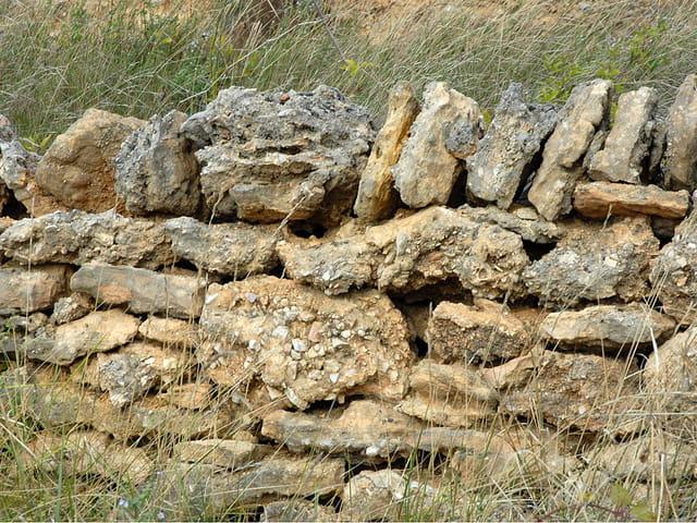 Pierre contre pierre