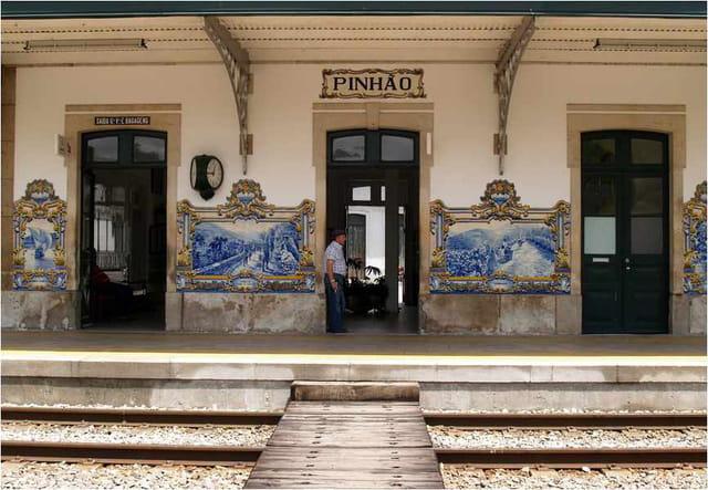 Pinhão, la gare aux azulejos