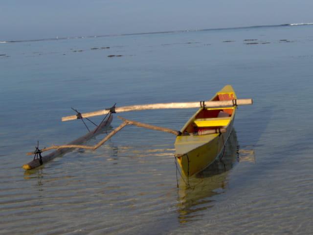 Pirogue au lagon