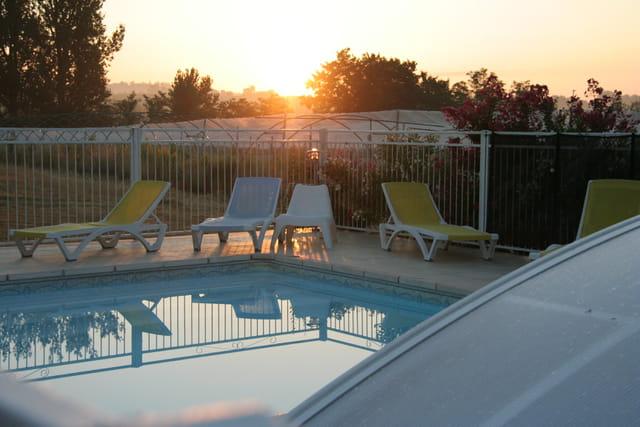 piscine au lever du matin