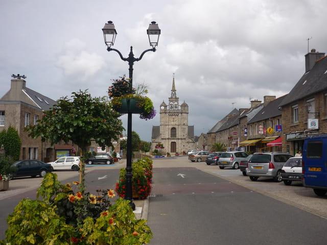 Place de l'église à Lézardrieux