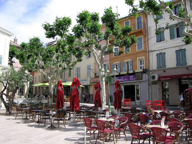 Place de la Mairie (2)