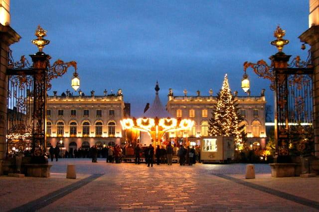 Place Stanislas et son sapin de noël