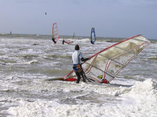 Planche à voile, écume de mer