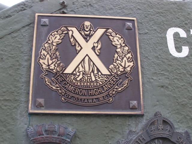 Plaque commémorative sur char