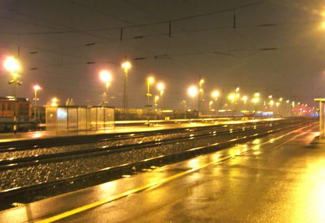 Pluie d'or sur la gare