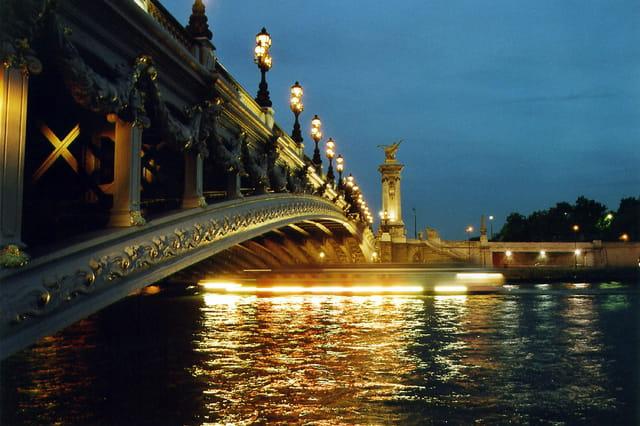 Pont Alexandre III avec bateau