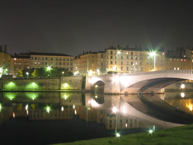 pont bonaparte de nuit