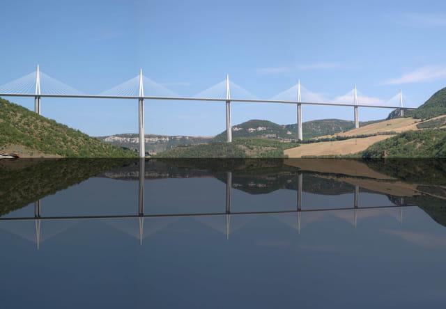 Pont de Millau miroir