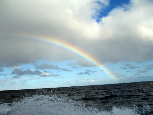 Pont entre ciel et mer